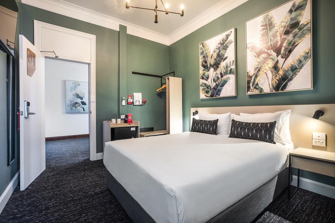 Pymble Hotel Queen Bed